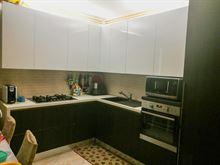 Cucina ad angolo bianco lucido e rovere scuro