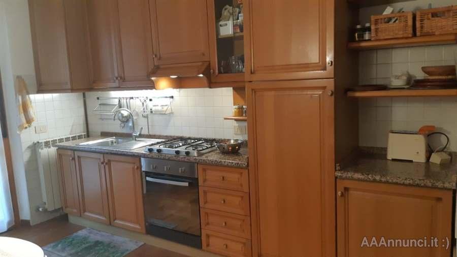 Aaannunci It Cucine Usate.Cucina Usata In Massello Di Rovere Berloni Ancona Marche