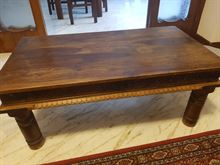 Tavolino - tavolinetto in legno con inserti intagliati