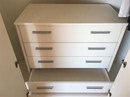 Cabina armadio con cassettiera