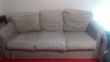 Divani - un divano 2 posti e uno a 3 posti.