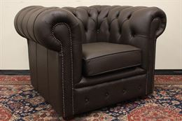 Poltrona Chesterfield originale inglese in pelle marrone