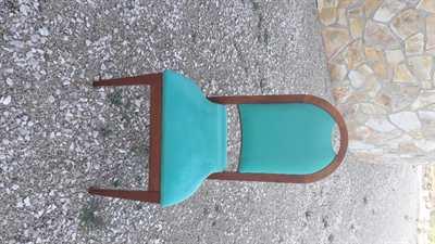 - N.48 sedie impilabili in legno imbottite