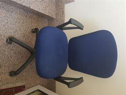 Sedia per ufficio o scrivania con rotelle girevole