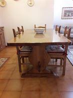 Tavolo e sedie come nuovo