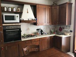 Cucina tavolo 6 sedie e parete attrezzata TV