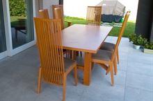 Tavolo e 8 sedie in ciliegio - con prolunghe