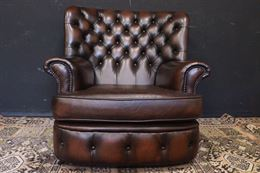 Poltrona Chesterfield bergere in pelle marrone cioccolato