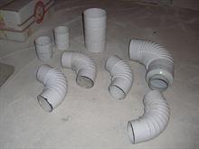 Tubature per stufa in metallo laccato bianco.