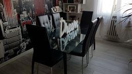 Tavolo moderno in cristallo