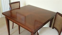 Tavolo anticato quadrato con sedie