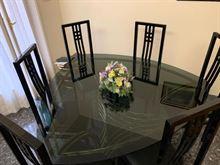Tavolo in cristallo con sedie