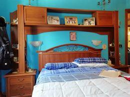 Camera da letto con materasso ortopedico rete in doghe come