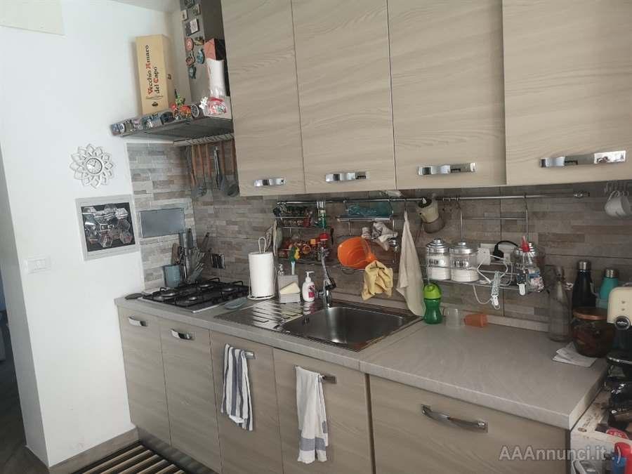 Cucina Con Elettrodomestici Modello Stella Colore Olmo Roma