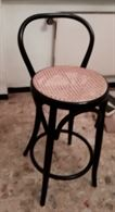 Tavolino rotondo basso e sedia in legno mod. Vienna