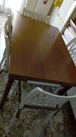 Tavolo rettangolare senza sedie un