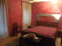 Camera matrimoniale completa stile rustico