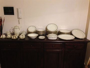 Sevizio piatti in porcellana per 12 posti 53 pezzi