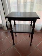 Tavolino a due piani in legno