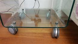 Comodini/tavolini in cristallo curvato