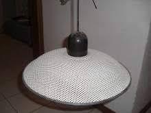 Lampadario bianco-nero metallico traforato ottimo