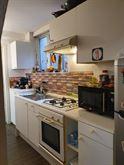 Cucina con forno e angolo cottura