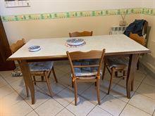 Tavolo + 4 sedie e 2 sgabelli