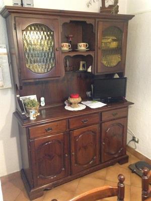 Mobile/vetrina in legno da salotto o cucina