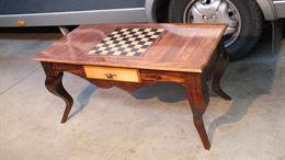 Tavolino da salotto con scacchiera