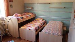 Camerina 3 letti scorrevoli, parete attrezzata e cassettoni