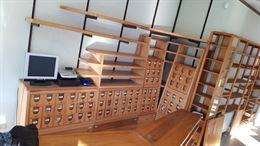 Arredamento negozio di design in legno massiccio