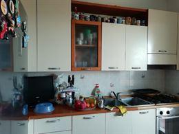 Cucina lunga 3 metri composta da lavastoviglie