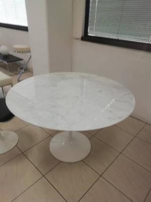 Tavolo tulip saarinen bianco diametro marmo Carrara cm127