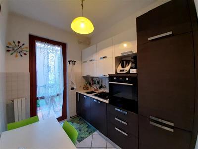 Cucina lineare con elettrodomestici in garanzia