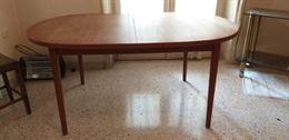 Tavolo ovale in legno massiccio