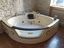 Vasca da bagno idromassaggio cromoterapia