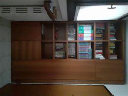 Libreria con scomparti chiusi