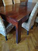 Tavolo e sei sedie