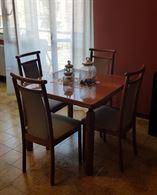 Tavolo, sedie e tavolino