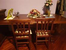 Tavolo come nuovo 12 posti con 6 sedie