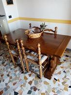 Cucina Del Tongo ad angolo con tavolo