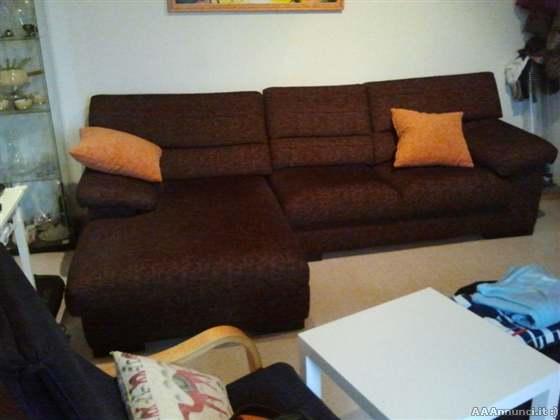 Mobili usati arredamento usato for Lunghezza divano tre posti