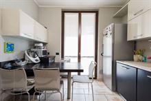 Cucina clusi forno, piano cottura, lavello e cappa