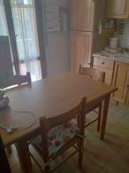 Mobile Cucina + tavolo con sedie