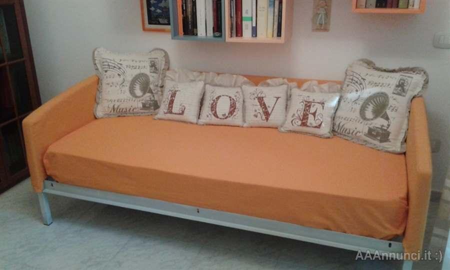 Letto singolo, color mandarino, in legno - Ancona - Marche