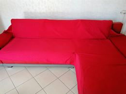 Divano colore rosso