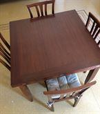 Tavolo classico da cucina in legno massello (faggio)