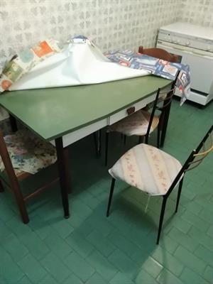 Tavolo da cucina con 4 sedie
